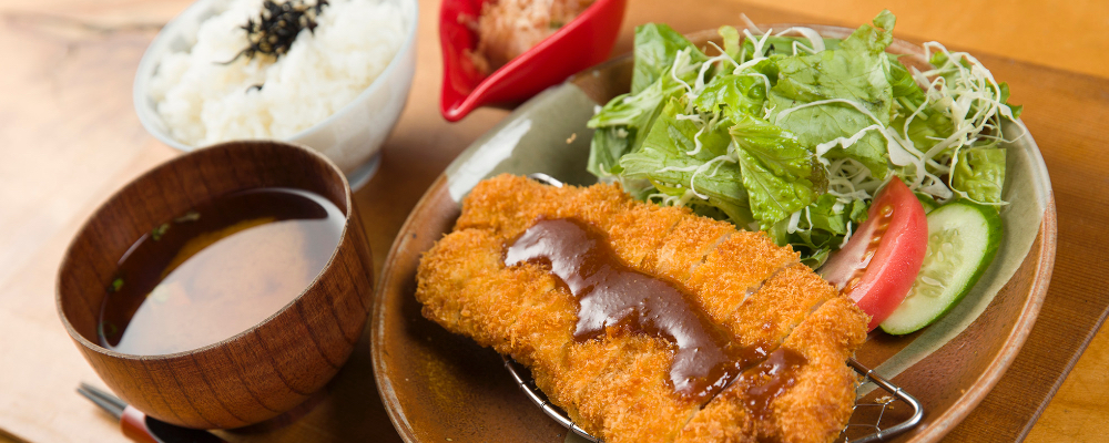 Deep-fried pork cutlet (choose from miso, grated radish, or pork cutlet sauce flavor)