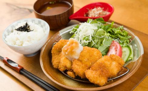 Deep-fried pork fillet (choose from miso, grated radish or pork cutlet sauce flavor)